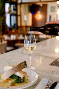 glas witte wijn